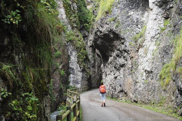 Wąwóz Serrai de Sottoguda zaczyna się od miejscowości Sottoguda.