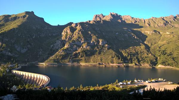 Punkt startu - jezioro zalewowe Lago di Fedaia.