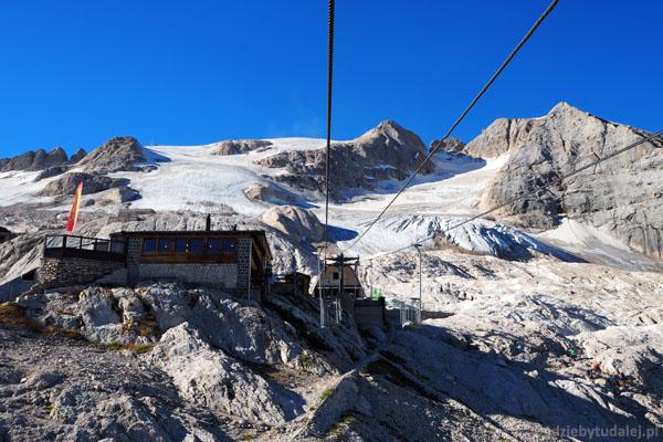 Wyciąg dojeżdża do Pian dei Fiacconi (2635 m n.p.m.).