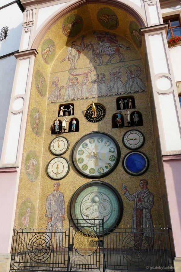 ...z socrealistycznym zegarem astronomicznym!.