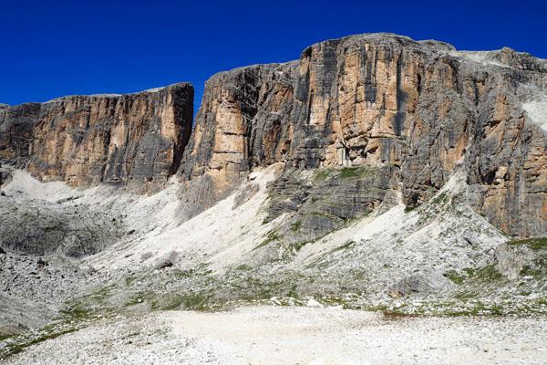 Surowy krajobraz masywu Selli.