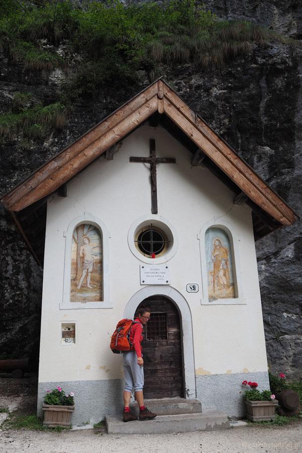 Mijamy starą kapliczkę św. Antoniego.
