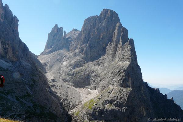 Przed nami przełęcz Passo di Ball - tam zmierzamy.