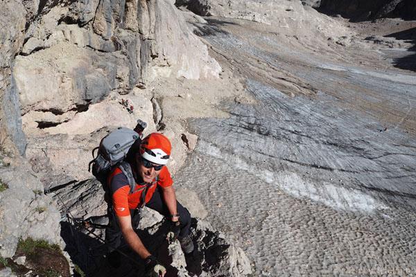 Najpierw ferrata wprowadza na przełęcz Forcella della Marmolada.