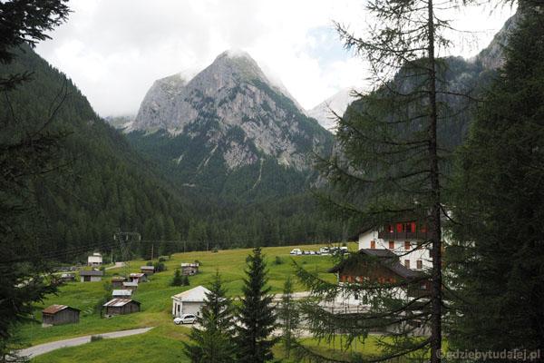 Wąwóz kończy się w miejscowości Malga Ciapéla, u stóp Marmolady - królowej Dolomitów