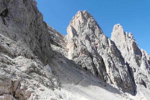 Z przełęczy Passo di Ball do Forcella Stephen, najpierw piarżystą ścieżką.