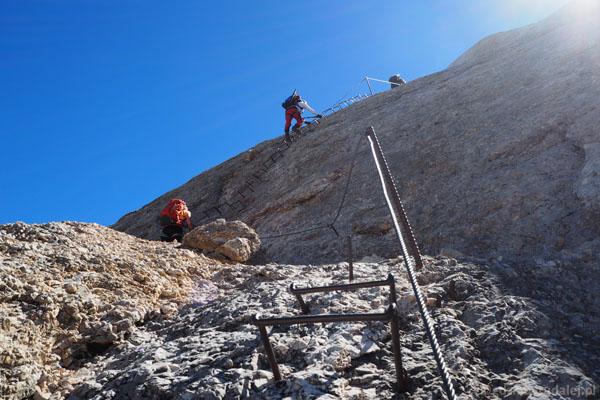 Z przełęczy Forcella della Marmolada ferrata wprowadzi nas na wierzchołek Marmolady.