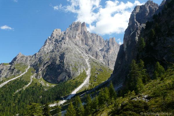 Schronisko Vincenza zostało w skalnym kotle.