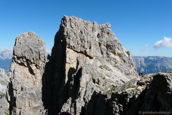 Torre Finestra (turnia z oknem) tuż obok początku ferraty Masare.