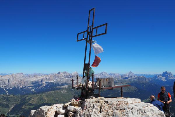Krzyż na szczycie Piz Boé.
