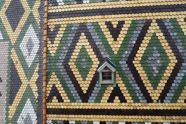 Glazurowane dachówki katedry przyciągają wzrok każdego.