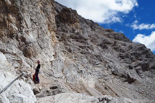 Odcinki typowo ferratowe są na Dibonie przeplatane odcinkami wysokogórskich szlaków.