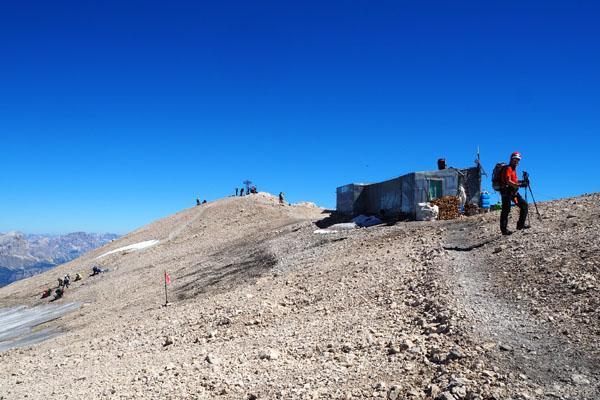 Jeszcze kilka kroków i staniemy na szczycie Marmolady.