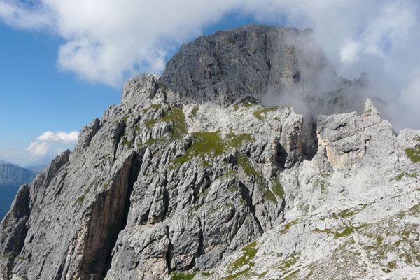 Rzut oka za siebie - przełęcz Porton to to 'U' na środku po prawej.