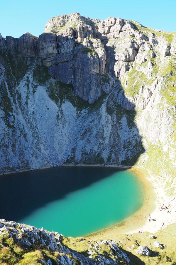 Podczas zjazdu wyciągiem krzesełkowym upolowaliśmy jeziorko de Boa.