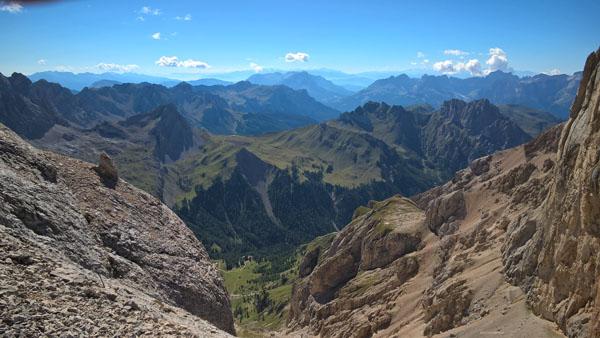 Widok na południe z okolic przełęczy Forcella dela Marmolada.