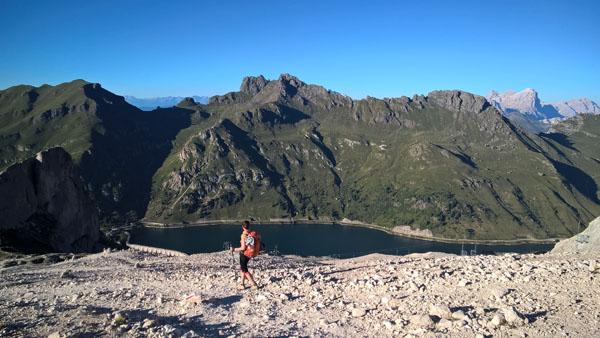 Niestety, nie zdążyliśmy na kolejkę, więc do okolic Lago de Fedaia musimy zejść na własnych nogach.