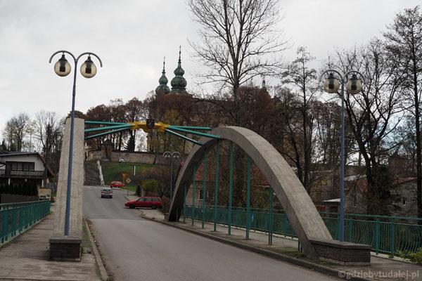 Cło za przeprawę przez most pobierał kiedyś klasztor.