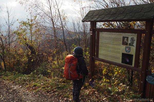 Wzdłuż całej trasy stoją tablicy ścieżki dydaktycznej.