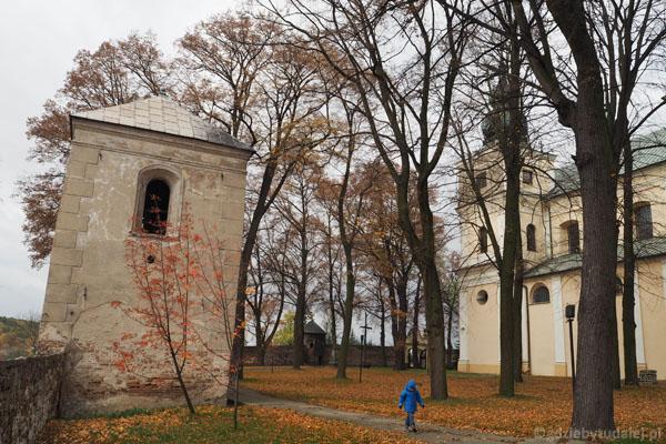 Niegdyś to było główne wejście na teren kościoła.