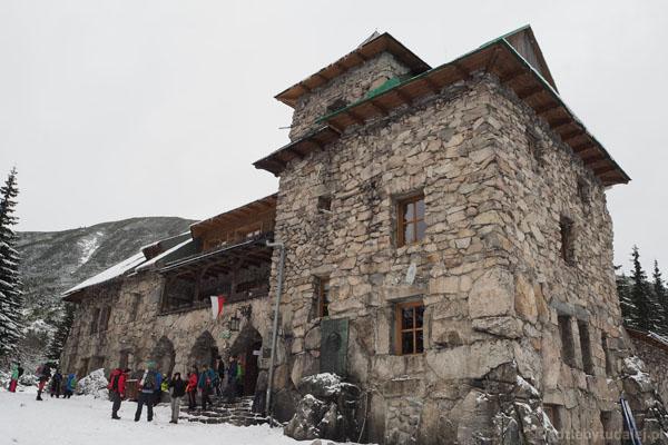 Poczciwy Murowaniec dał radę pomieścić dziś wszystkich turystów, a było ich niemało.