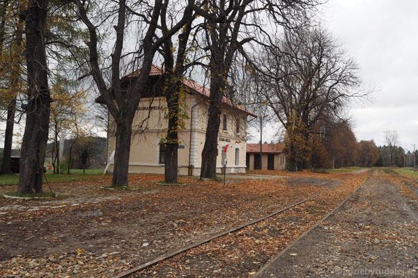 Na nocleg zaadoptowano XIX-wieczny dworzec Galicyjskiej Kolei Transwersalnej.