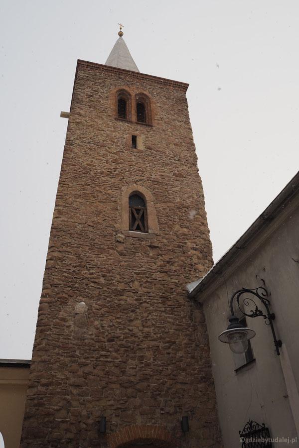 Baszta rycerska - jedna z trzech zachowanych-wież obronnych