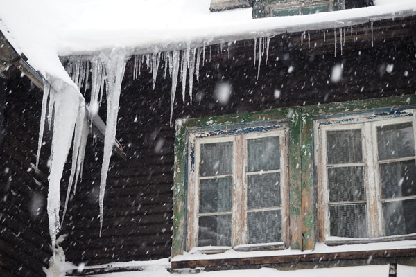 Muflon wita nas kolejną falą opadów śniegu i przepięknymi soplami.