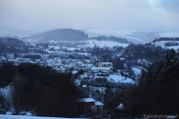 W drodze powrotnej oglądamy piękną panoramę Dusznik-Zdroju.