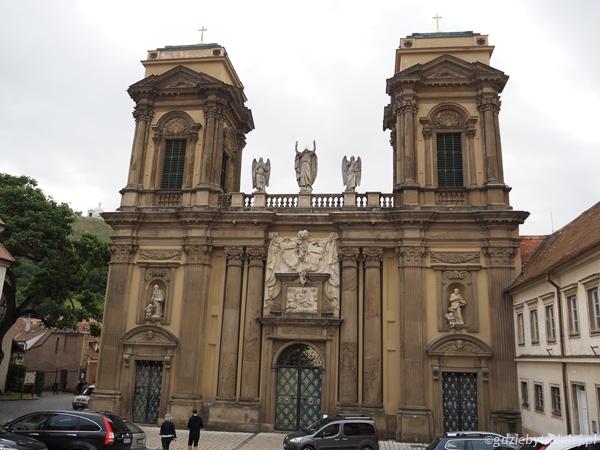 Ta majestatyczna, podobna do kościoła budowla to mauzoleum rodziny Dietrichsteinów